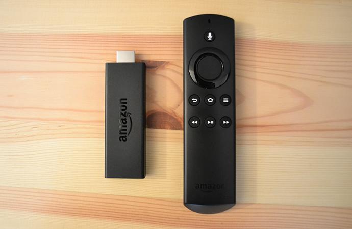 Fire TV Stickの本体とリモコン